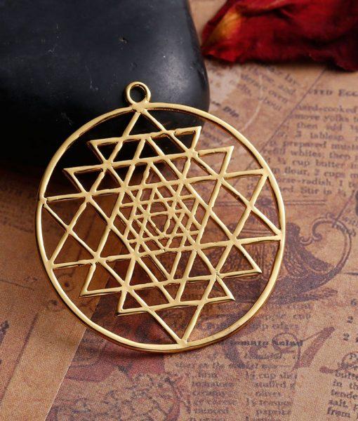 sacred-sri-yantra-meditation-gold-pendant1