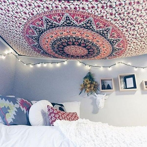 how to hang a tapestry from the ceiling in 4 steps
